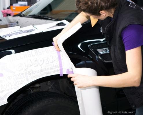 Autobeschriftung - Slogan und Logo auf kleinem Raum