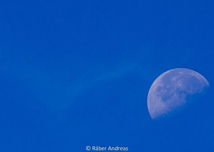 Mond bei Dämmerungslicht